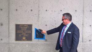 the-dramatic-unveiling-of-the-leed-gold-plaque